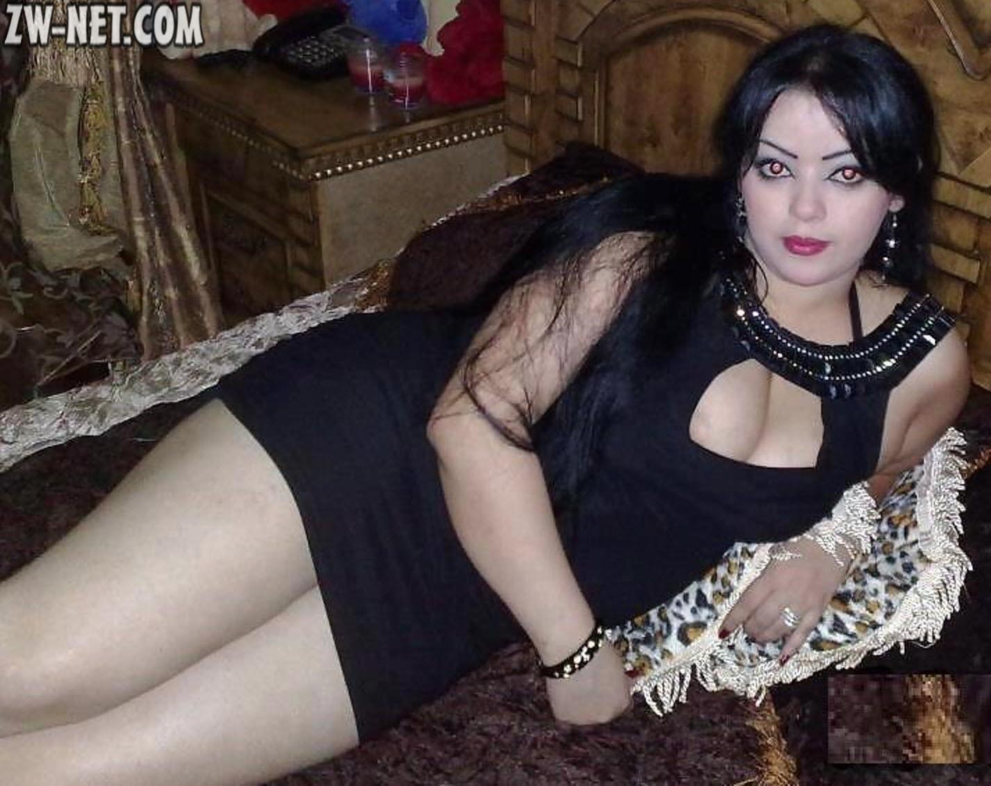 زوجة محرومة طمعت في ممارسة الجنس مع عامل الأسانسير