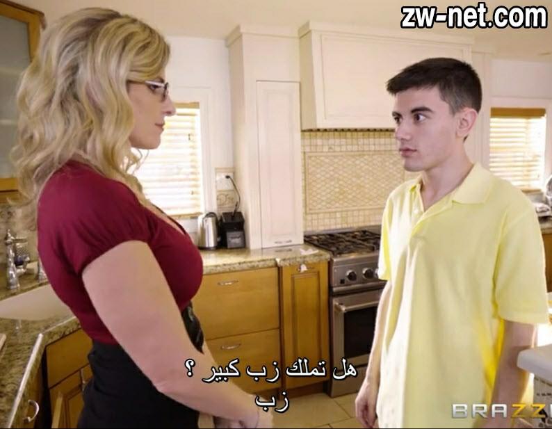 مترجم صاحبي ناك أمي الشرموطة في المطبخ وهو بيساعدها