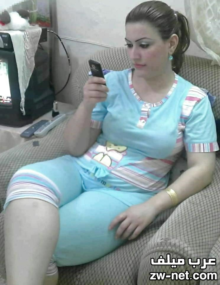 بنت عمي المراهقة تشاهد أفلام جنسية معي في الغرفة قصص محارم نار